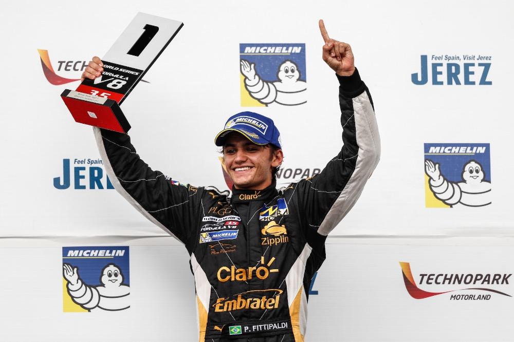 Video: Fittipaldi ovládl podnik v Mexiku a vede šampionát! Český Lotus v čele pořadí týmů!