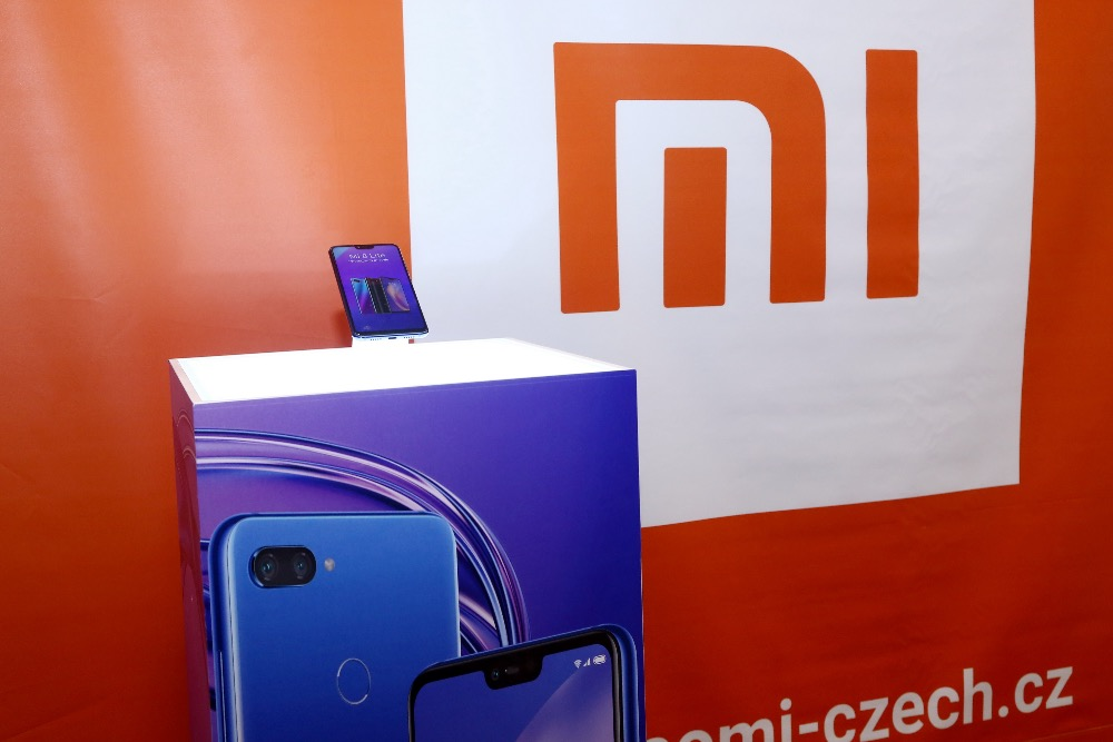 Chcete pod stromeček špičkový chytrý telefon? Zvolte Xiaomi Mi 8 Lite, zbude vám i na další dárky