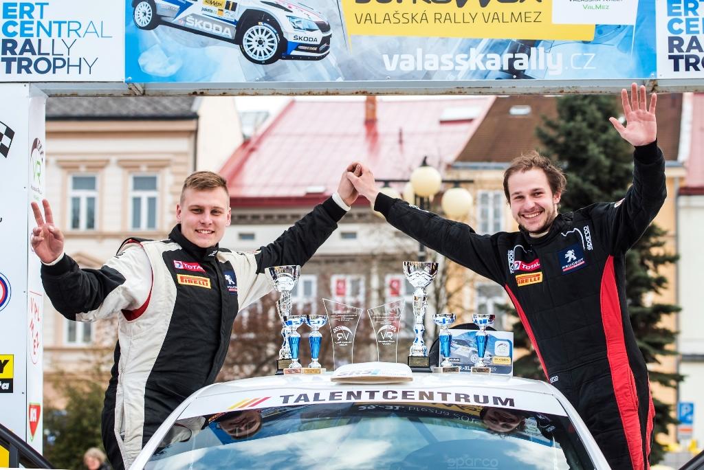 Úvodní klání Peugeot Rally Cupu ovládl Dohnal, Kamenec skončil v kotrmelcích